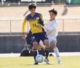 【高校サッカー選手権1回戦PHOTO】関東第一4-0山辺|ディフェンスを背負いながらボールをキープする類家。写真:田中研治