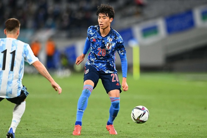 怜央くんのプレーは…」U-24日本代表、古賀太陽が左SBの新たなライバル出現に言及。「危機感を持たせてくれる」 | サッカーダイジェストWeb