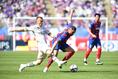 【J1第9節PHOTO】FC東京 2-4  川崎|FC東京の得点源D・オリヴェイラ(右)も川崎の厳しいマークに沈黙。写真:徳原隆元