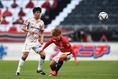【J1第17節PHOTO】浦和 0-0 名古屋 浦和は関根(右)を起点にカウンターサッカーを展開した。写真:徳原隆元